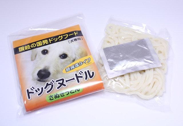 是香川縣的烏龍專賣店,推出給狗吃的專用烏龍麵包這篇文章的首圖