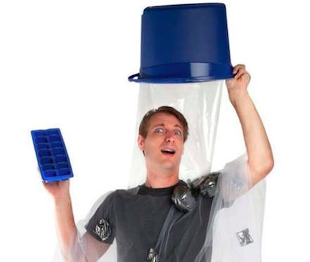 是萬聖節,來 COS ALS 冰桶挑戰的裝扮吧這篇文章的首圖