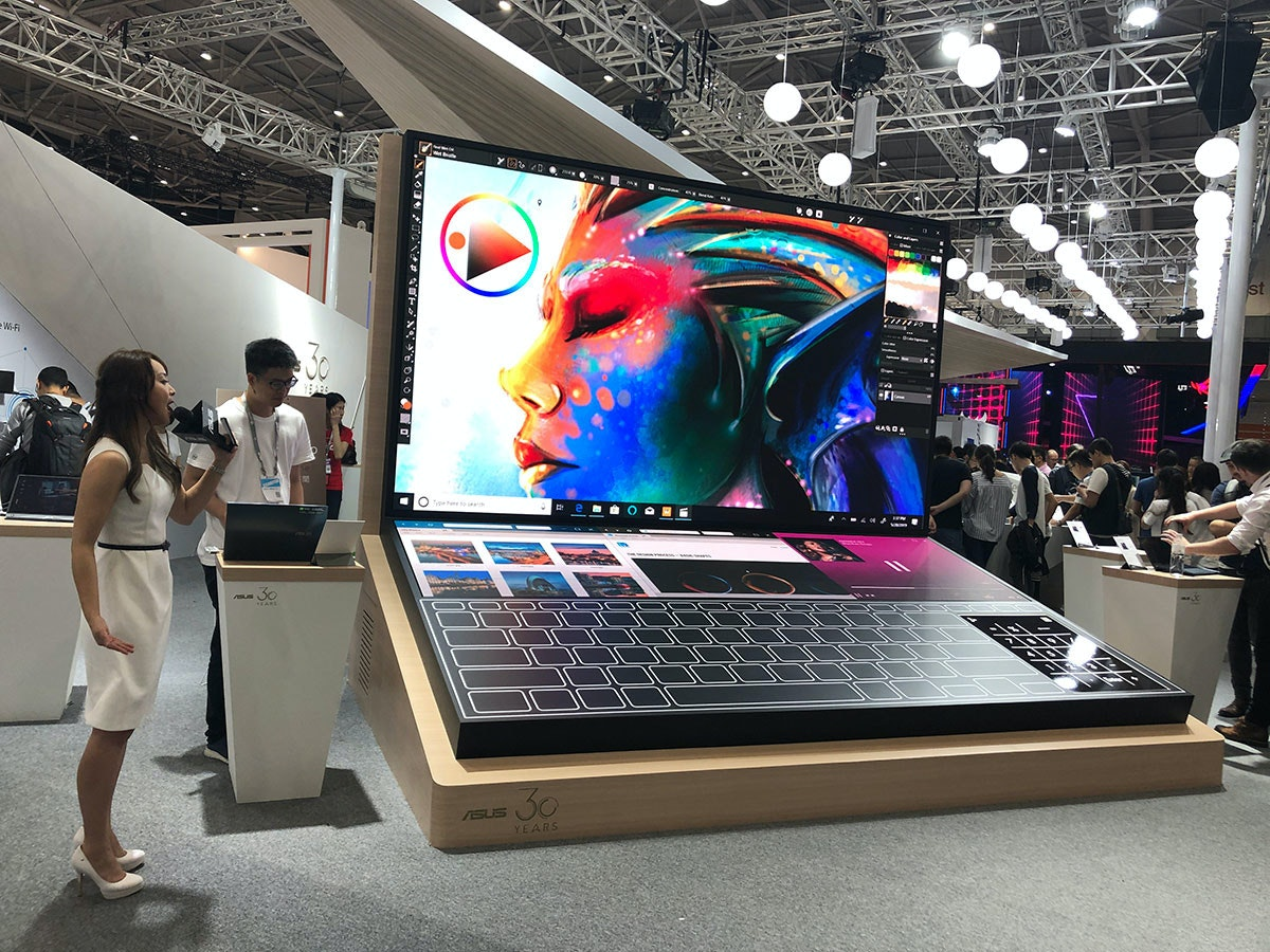 Exhibition, Electronics, exhibition, Product, Technology, Computer, Electronic device, Laptop, Automotive design, Design, Display device, Advertising, Personal computer
