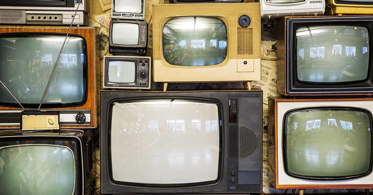照片中提到了000,包含了舊電視牆、股票攝影、免版稅、電視、電視機