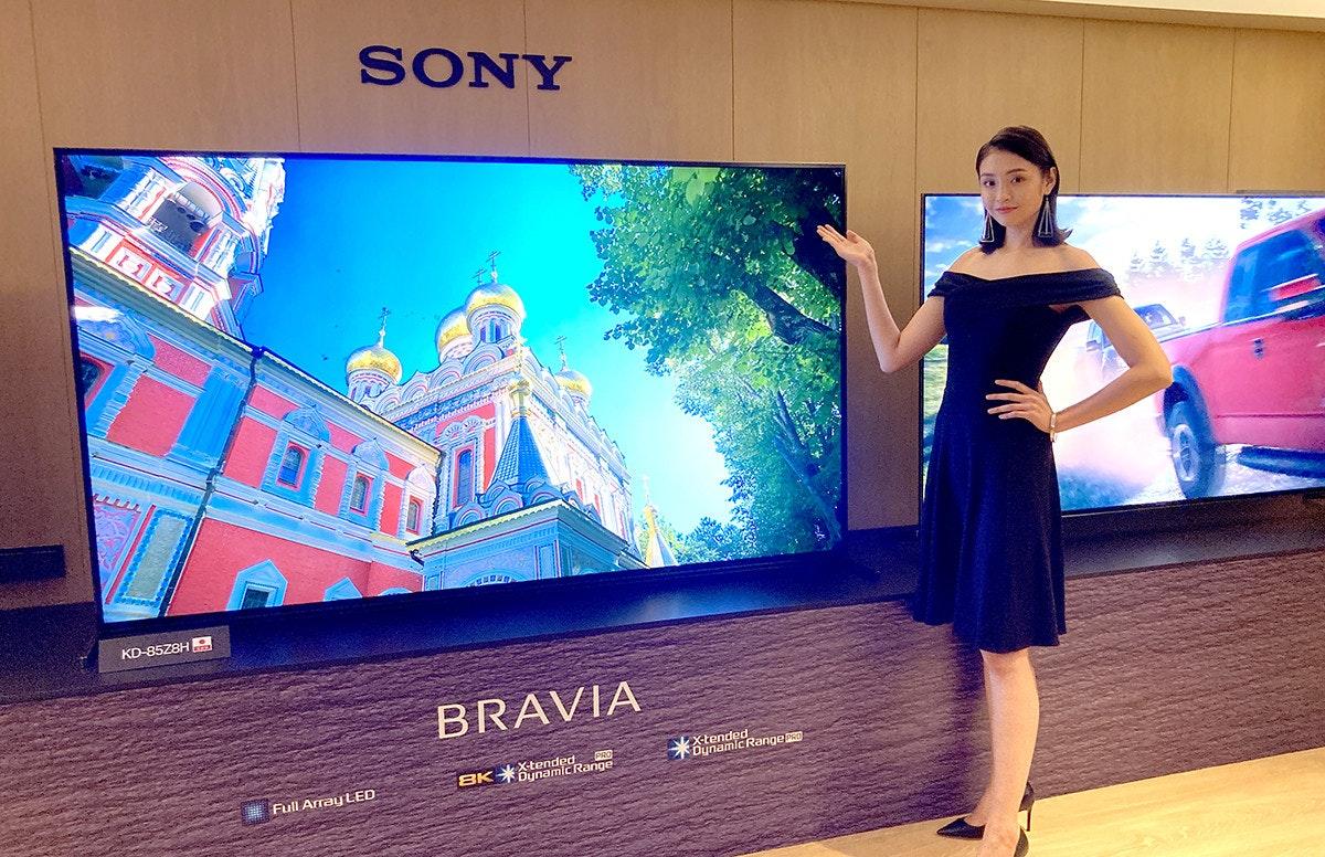 照片中提到了SONY、KD-85Z8H.、BRAVIA,跟了索尼、布拉維亞有關,包含了了索尼、電視、數碼展示廣告、索尼音樂娛樂、索尼公司