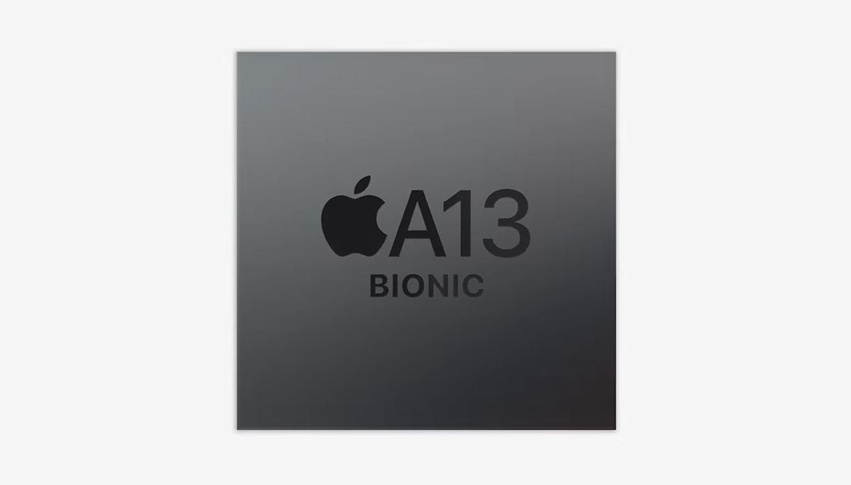照片中提到了ĆA13、BIONIC,跟蘋果公司。有關,包含了圖形、產品設計、商標、牌、字形