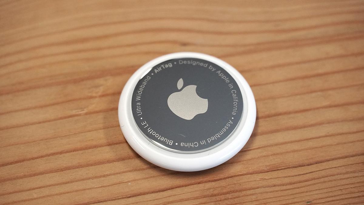 照片中提到了ASsembled in、China、Bluetooth LE,跟的MacBook有關,包含了特寫、產品設計、設計、字形、特寫