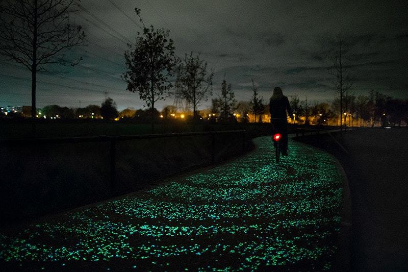 是梵谷名畫《星夜》化為世上最浪漫的夜光自行車道這篇文章的首圖