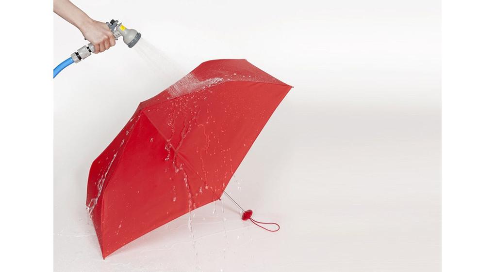 是滴水不沾的防水雨傘,雨天時的必備良具!這篇文章的首圖