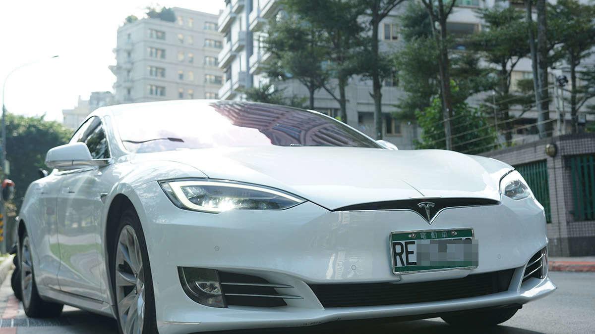Tesla, Inc., Tesla, Car, 2018 Tesla Model S, Tesla Model 3, , Compact car, Sports car, Tesla Model X, Electric vehicle, family car, Land vehicle, Vehicle, Car, Automotive design, Tesla model s, Motor vehicle, Tesla, Sedan, Performance car, Crossover suv