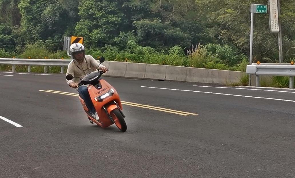 Car, Isle of Man TT, Motorcycle, Isle of Man, Race track, Street, Asphalt, Motorcycling, Race, Racing, car, Asphalt, Vehicle, Mode of transport, Motorcycle, Lane, Motor vehicle, Road, Motorcycling, Wheel, Infrastructure