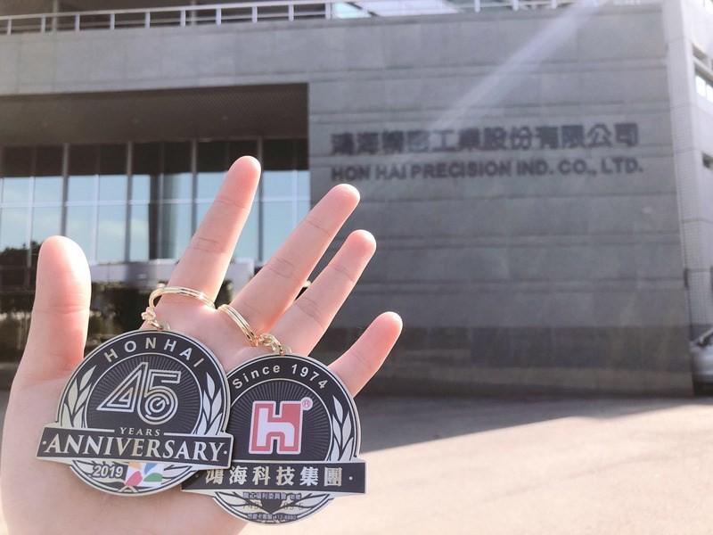照片中提到了清海 工業股份有限公司、HON HAI PRECISION IND. CO, LTD.、LONHAT,跟霍納迪有關,包含了釘、鴻海精密工業有限公司、易卡、產品、萬發行