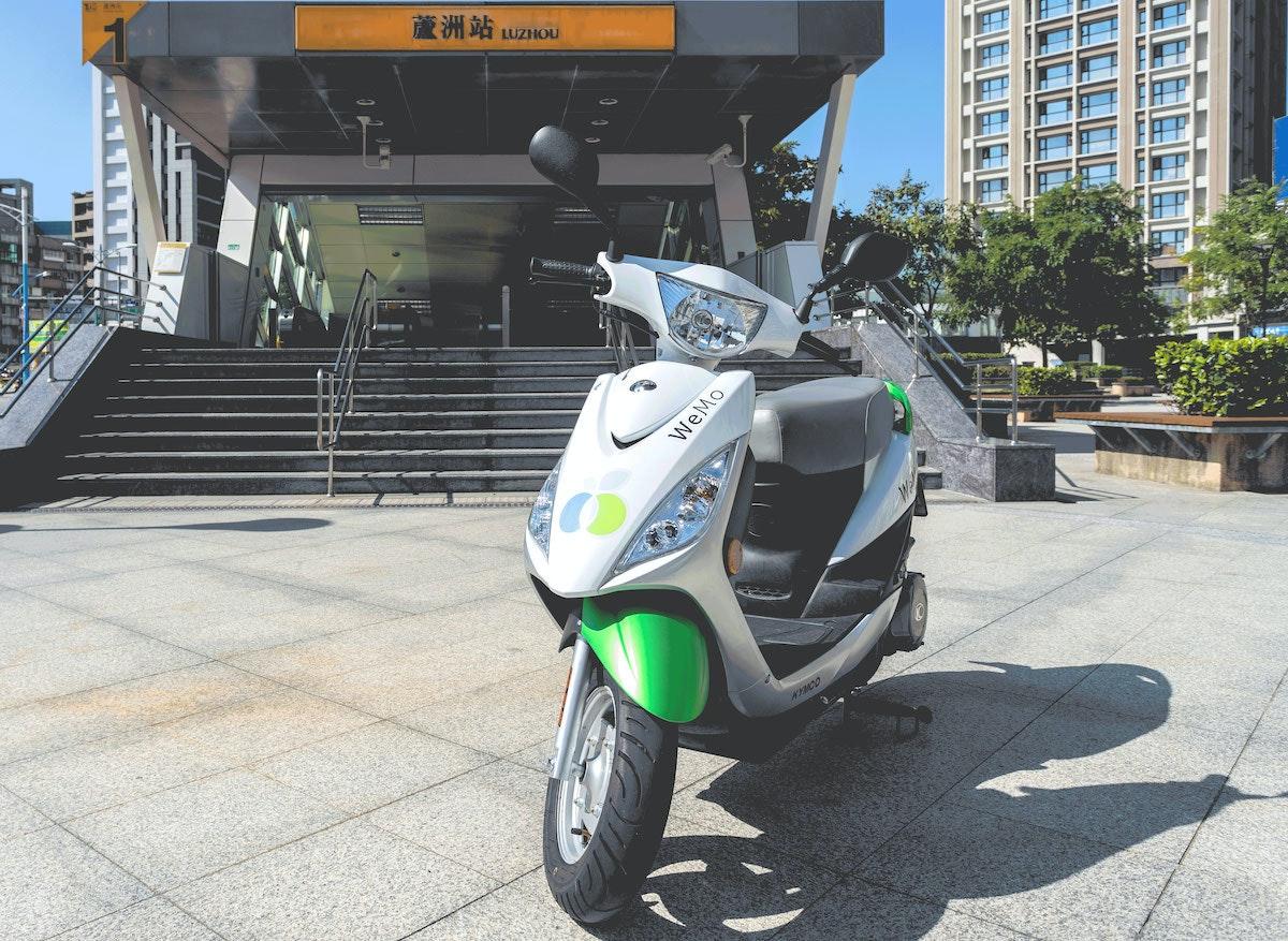 照片中提到了a、蘆洲站UZNOU、*YMCO,跟頻道U有關,包含了摩托車、摩托車、汽車、摩托車配件、摩托車