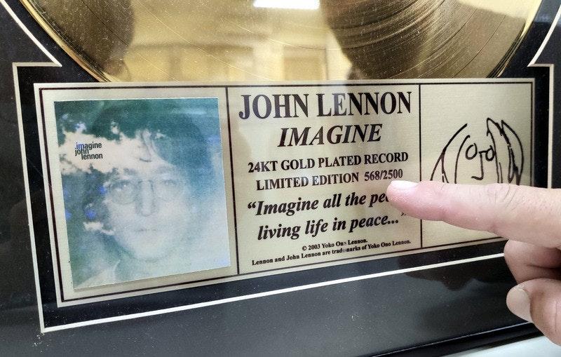 照片中提到了JOHN LENNON、imagine、john,包含了約翰列儂、披頭士、主唱、台東、金碟獎