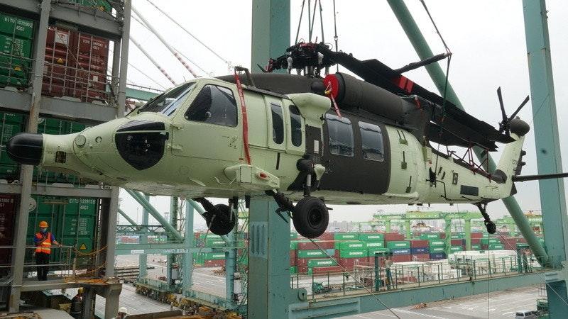 照片中提到了EITU、TOK、EIT 128,包含了直升機旋翼、直升機、西科斯基UH-60黑鷹、國家空降兵團、軍用直升機