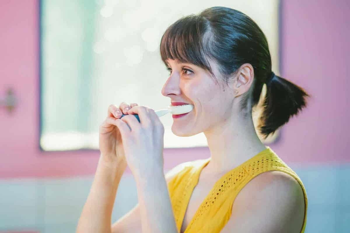照片中包含了CES 2019牙刷、消費電子展、牙刷、電動牙刷、刷