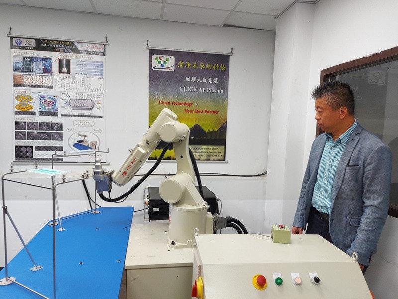 照片中提到了EGRBABANA、ARAREEAAAA、|潔淨未來的科技,包含了工程、工程、工程技術員、機、研究