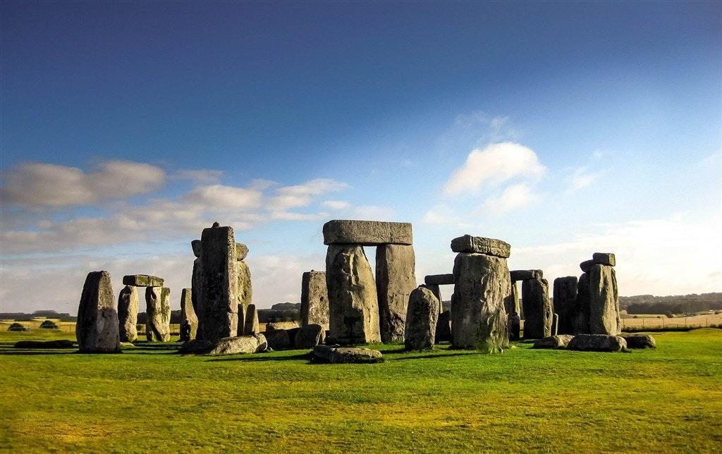 照片中包含了英國巨石陣、巨石陣、浴、巨石陣公路隧道、倫敦