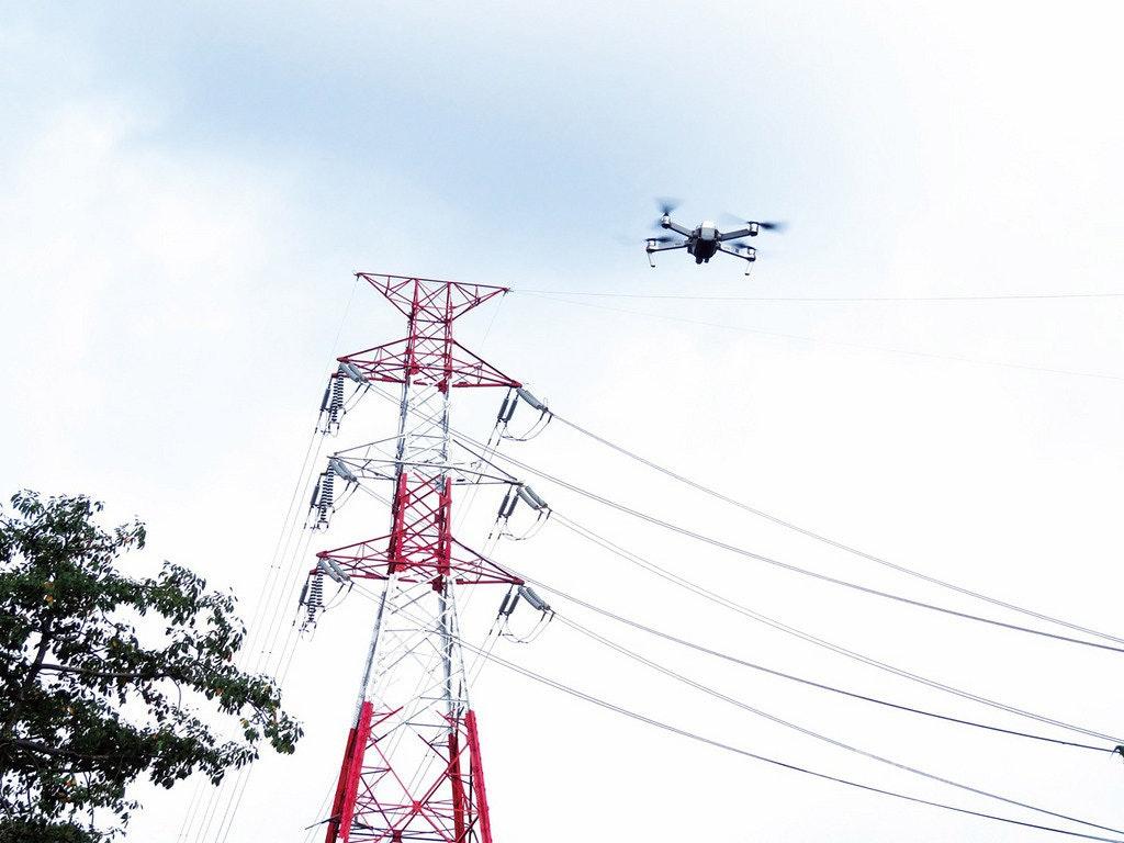 照片中包含了輸電塔、希望電廠、台灣電力公司、輸電塔、2017台灣停電