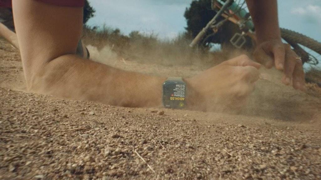 照片中包含了泥、泥、生態區、砂、草類