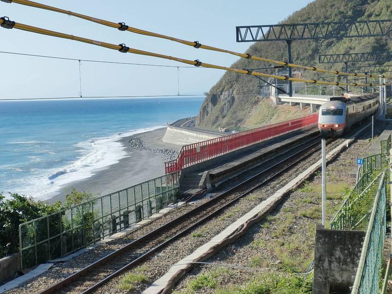 照片中包含了鐵路交通、多良站、鐵路交通、培養、南連線