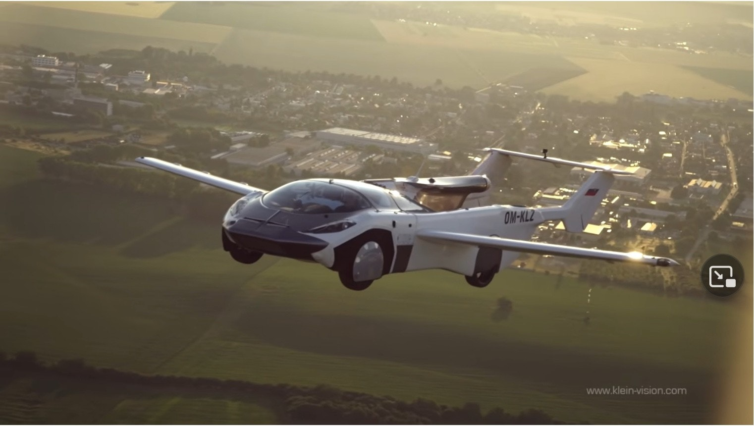 照片中提到了OM-KLZ、www.klein-vision.com,包含了飛行汽車、飛行、汽車、飛行汽車、可上路飛機