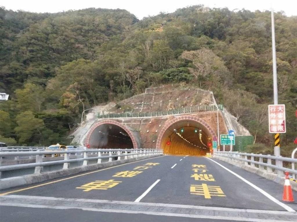 照片中包含了隧道、石子鄉、省道9號、南迴公路改善計畫、草埔トンネル