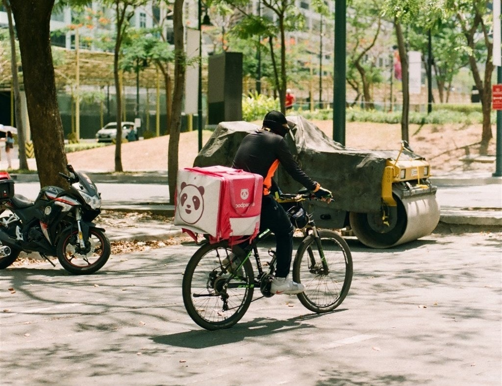 照片中提到了3odpar,包含了柏林美食廣場、熊貓、送外賣、交貨、取出