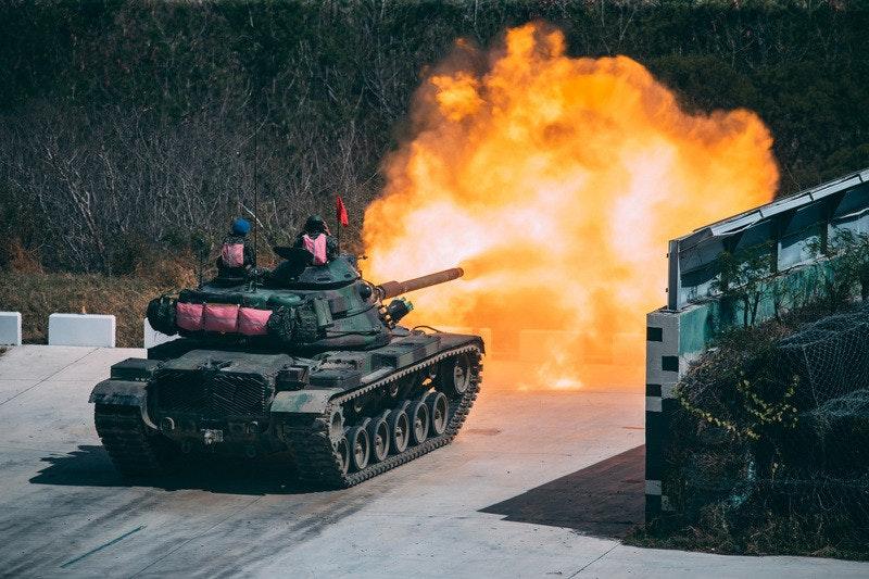 照片中提到了IIIT0,包含了海軍陸戰隊、聯合行動訓練基地司令部、國防部、中華民國海軍、砲兵