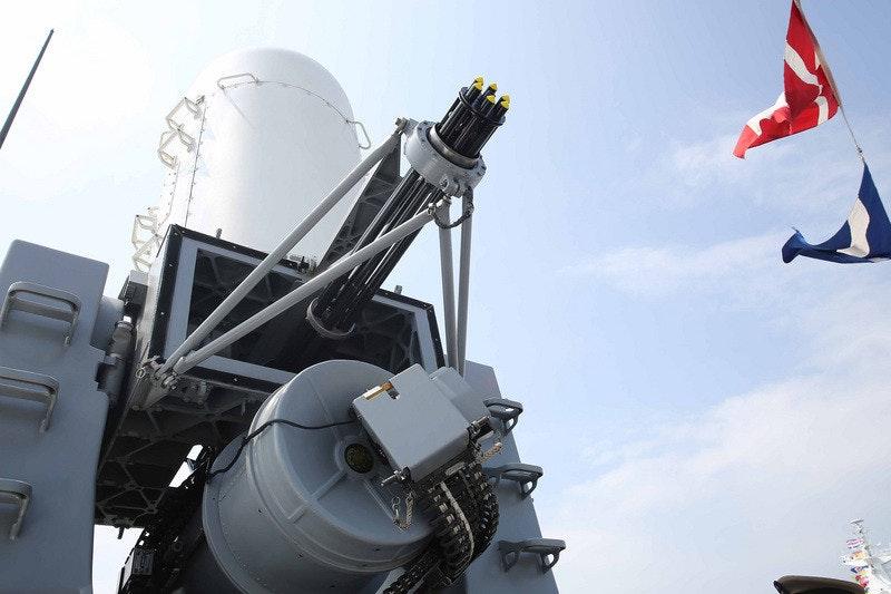 照片中包含了方陣CIWS、方陣CIWS、中央通訊社、近距離武器系統、台灣