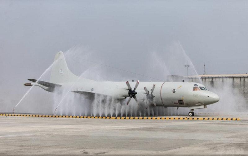 照片中包含了航空航天工程、洛克希德 C-130 大力神、洛克希德 P-3 獵戶座、飛機、洛克希德 AC-130