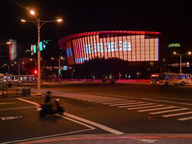 照片中提到了一台北申D蛋、JAPET,包含了都市區、台北巨蛋、都市區、儀表、城鎮廣場