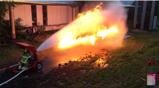 是火焰噴射器與消防車的矛盾大對決這篇文章的首圖