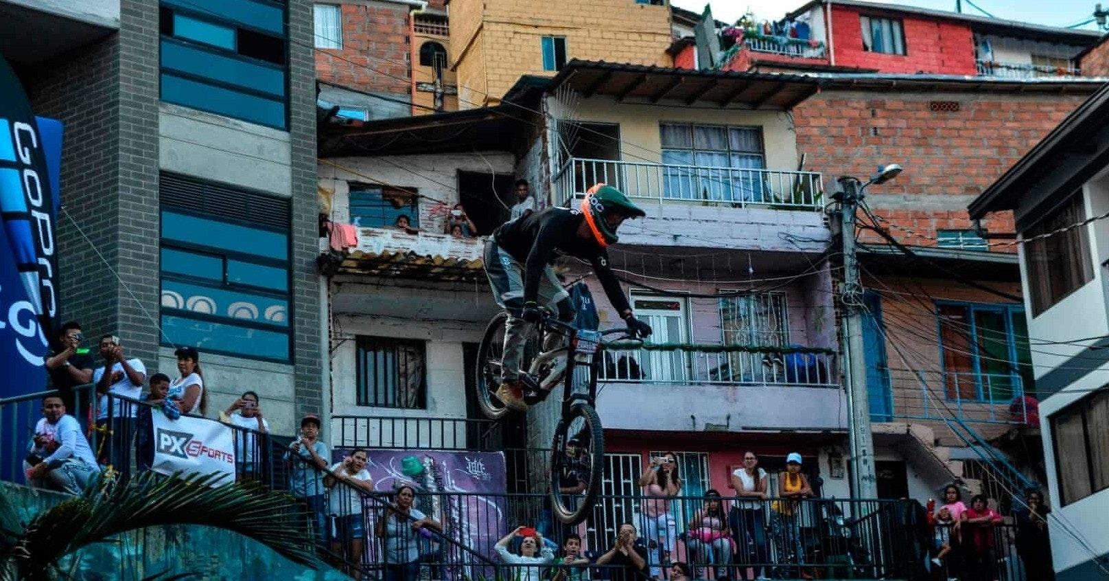 Mountain bike, Medellín, Downhill mountain biking, Bicycle, Mountain biker, 2018–19 Premier League, Manchester United F.C., Mountain biking, Cycling, Athlete, Mountain bike, town, city, street, tree, building, recreation, facade, house, window