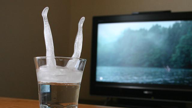 讓人打從心底涼起來的倒栽蔥造型冰塊DIY
