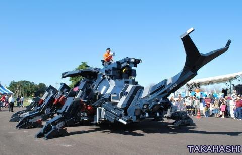 是花11年完成的巨大甲蟲機器人這篇文章的首圖