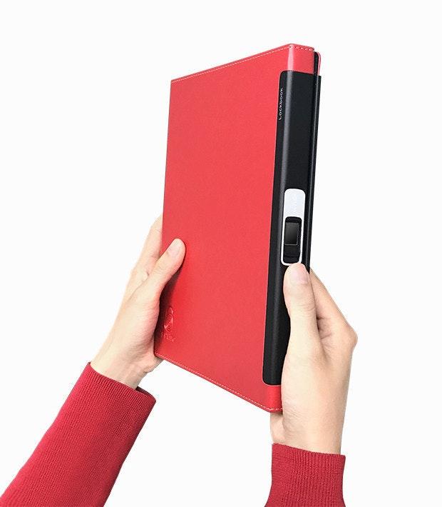 是利用指紋開啟的筆記本這篇文章的首圖