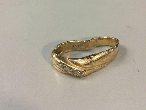 是驚人的金屬延展性!來看看結婚戒指由半殘到嶄新的回春大法這篇文章的首圖