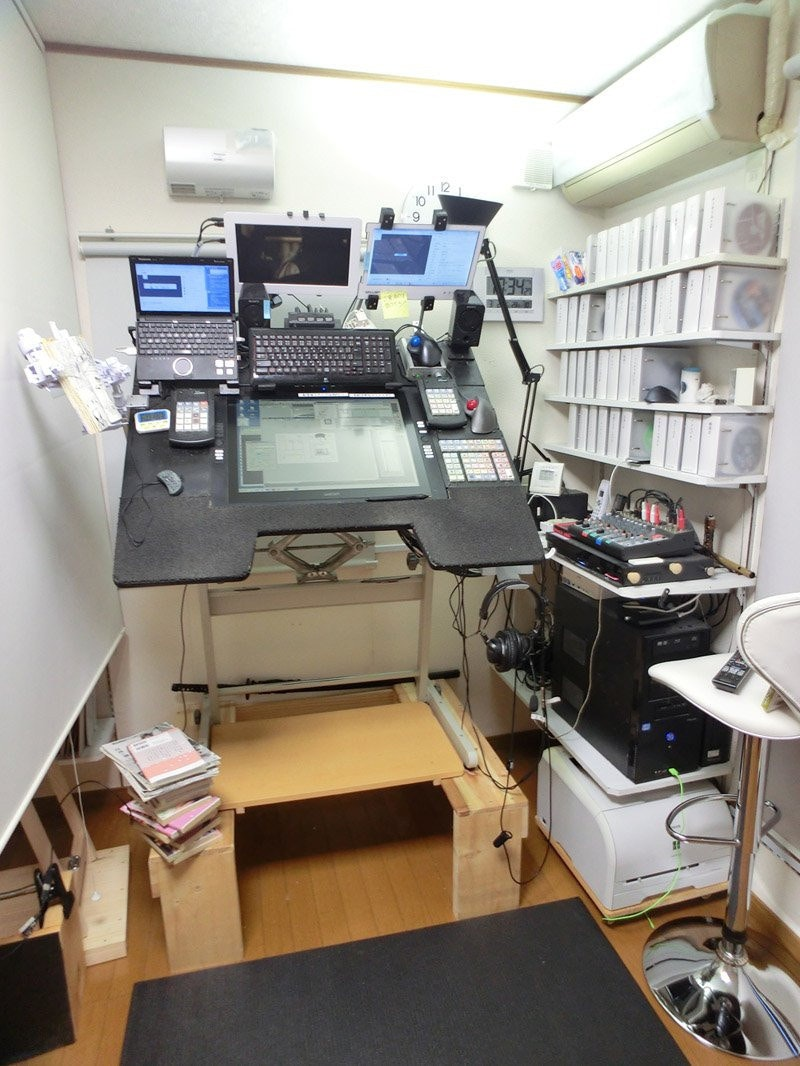 是日本漫畫家的超狂工作室 濱田義一自製超強工作桌這篇文章的首圖