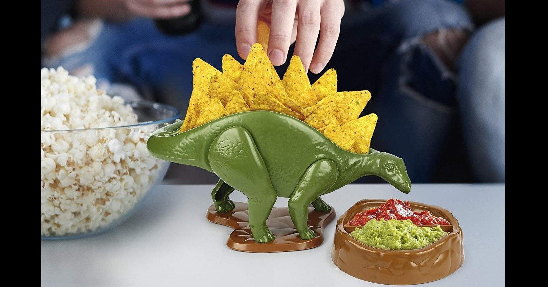 Nachos, Taco, Guacamole, Salsa, Chips and dip, Bowl, Pretzel, Snack, Dipping sauce, Dish, nachosaurus, food, flowerpot