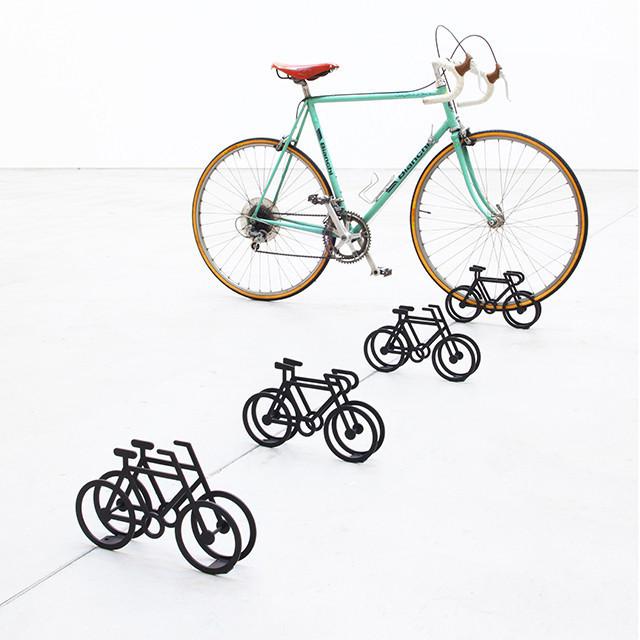 十分直覺的自行車停放架