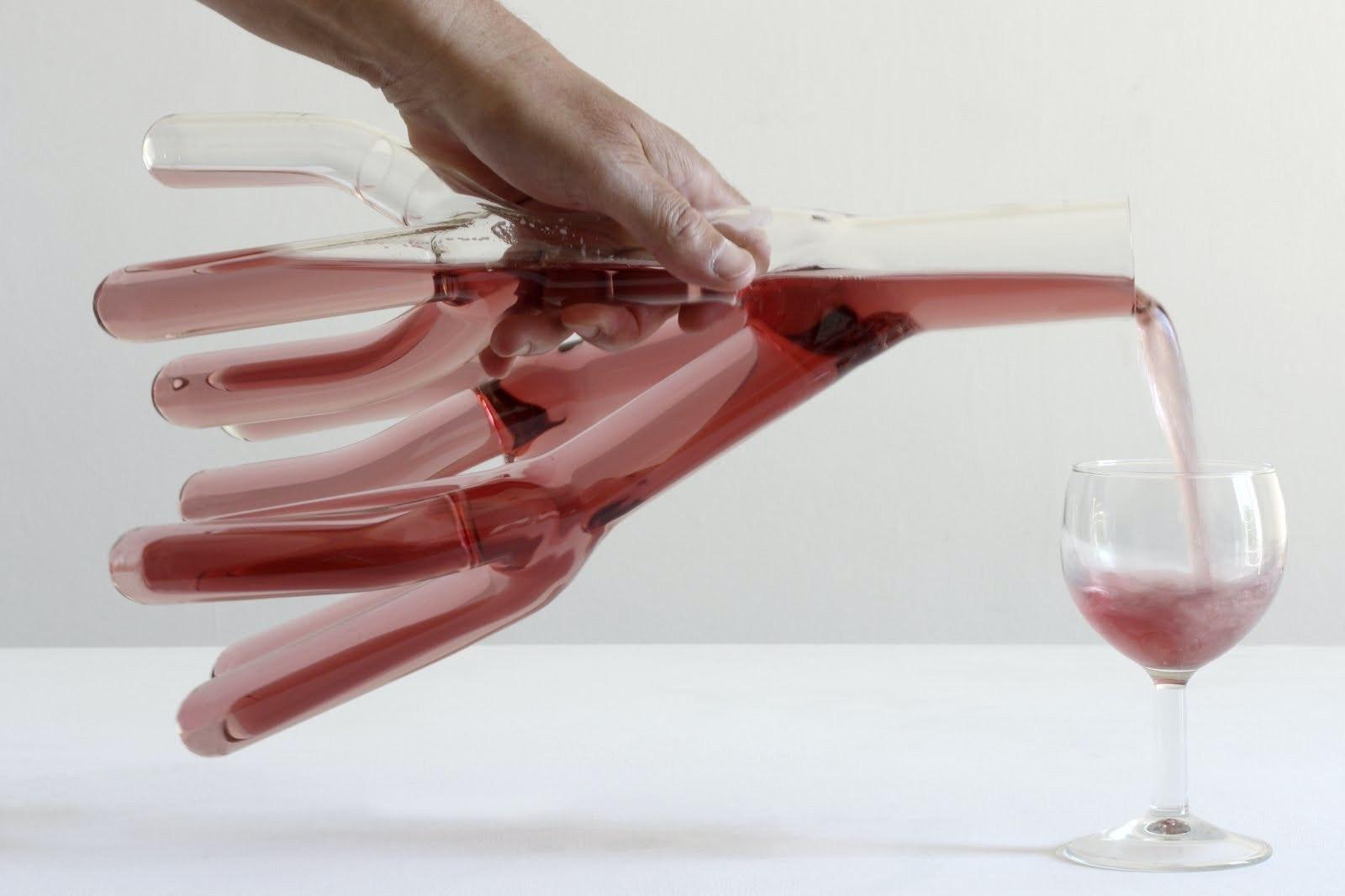 是哥拿的不是酒杯,是創意…這篇文章的首圖