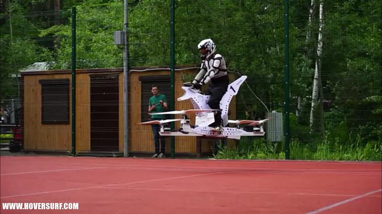 是像是無人飛機又像是古早轎子的新一代hoverbik這篇文章的首圖