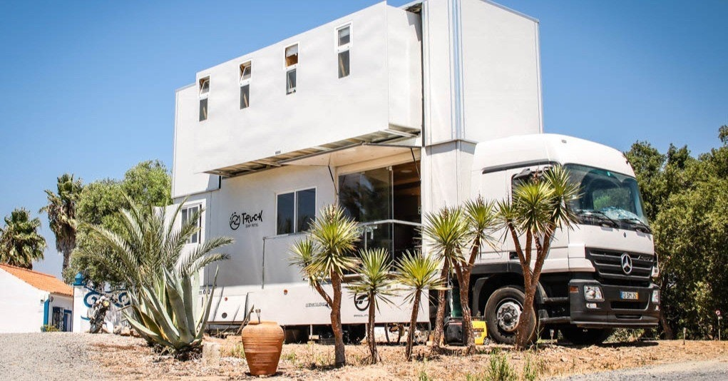 Truck Surf Hotel, Hotel, Mercedes-Benz Actros, Travel, Vacation, Road trip, Accommodation, Surfing, , Transport, Hotel, vehicle, property, car, luxury vehicle, home, house, family car, real estate, toyota, building