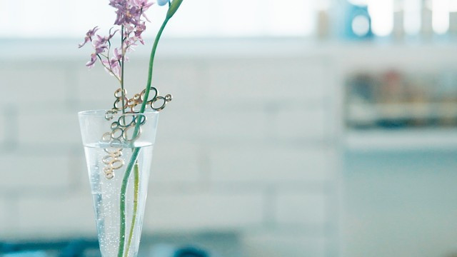 是幫助瓶插鮮花延長壽命的花器飾品這篇文章的首圖
