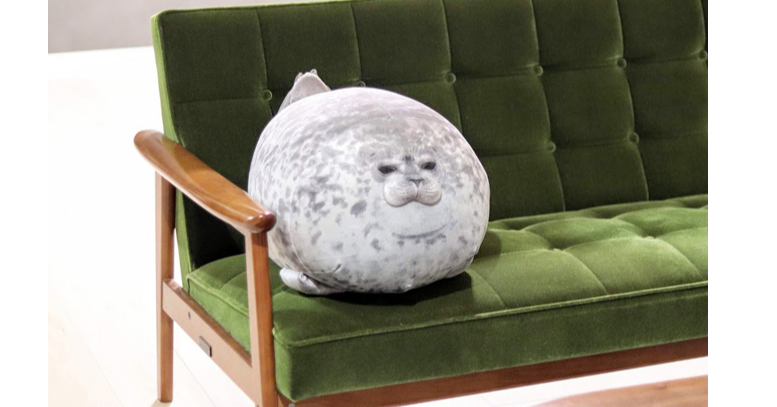 Osaka Aquarium Kaiyukan, Earless seal, , Humour, Penguin, Public aquarium, Bed, Smile, Cushion, Ringed seal, plush, Furniture, Stuffed toy, Bean bag chair, Room, Table, Plush