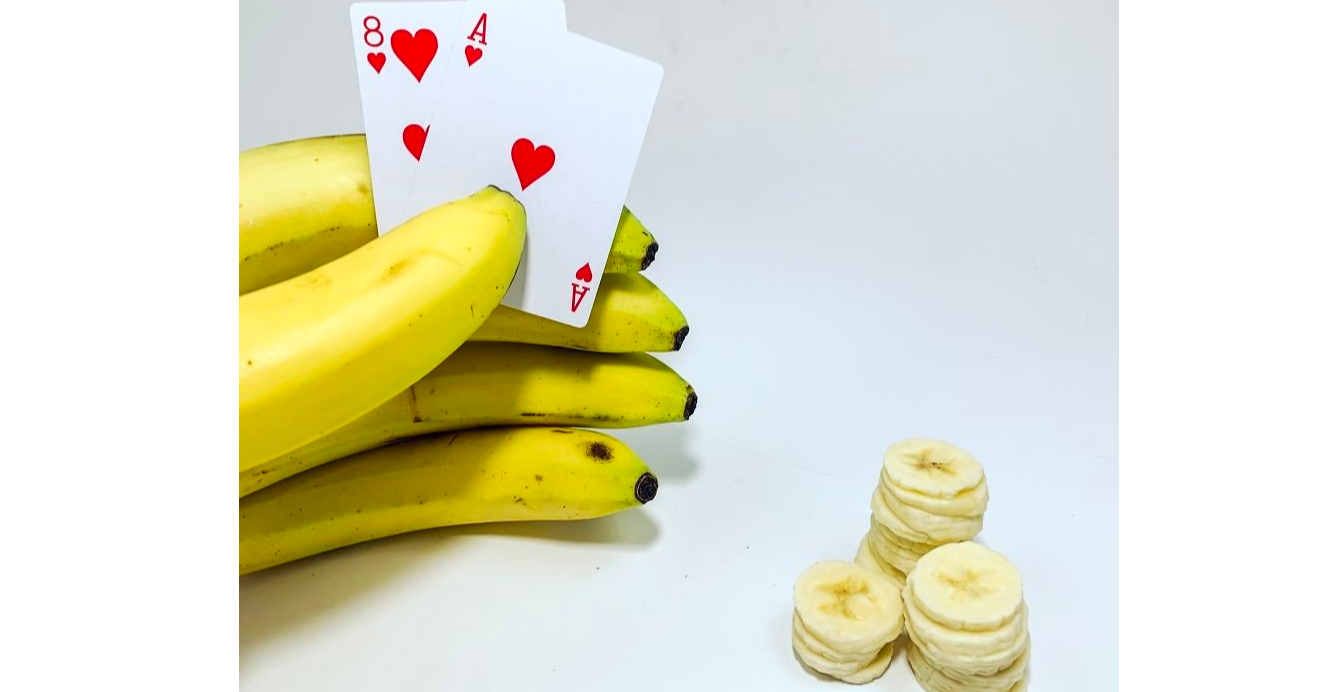 照片中提到了со,包含了香蕉撲克、香蕉、撲克、網絡模因、圖片