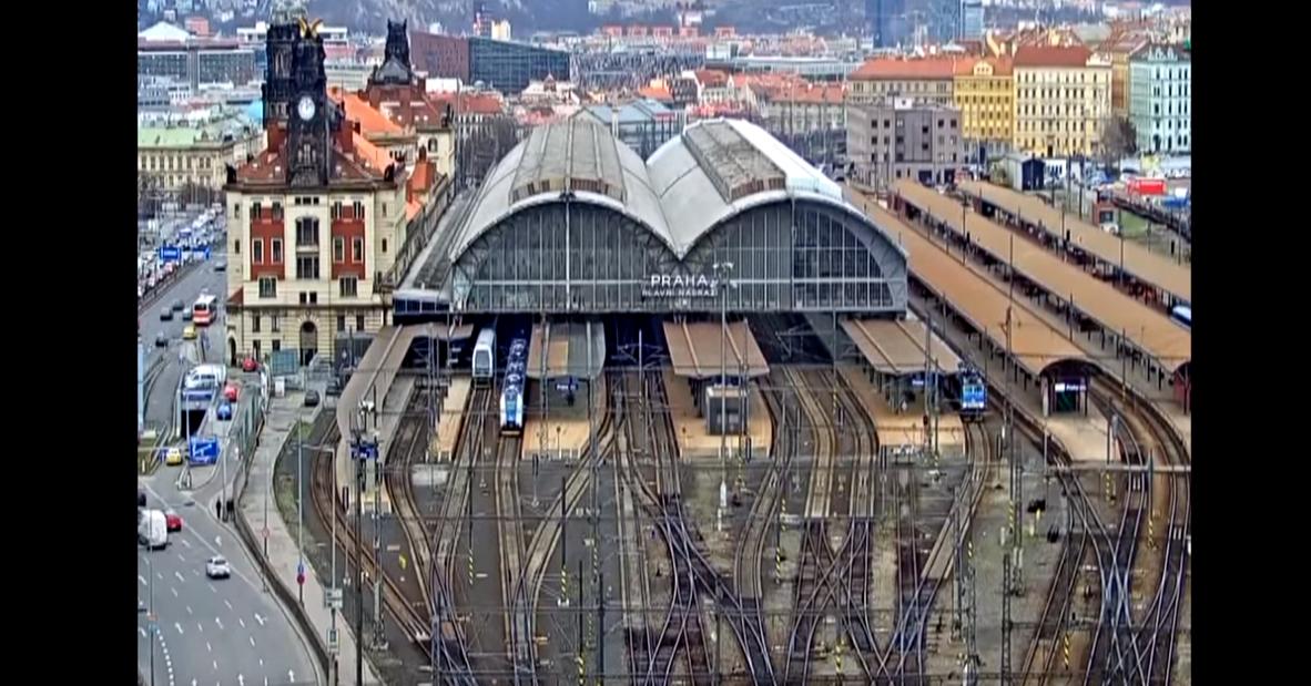 照片中提到了PRAHA、AVANARAT,包含了布拉格火車總站、普拉哈·拉夫尼·納德拉日、培養、火車站、的YouTube