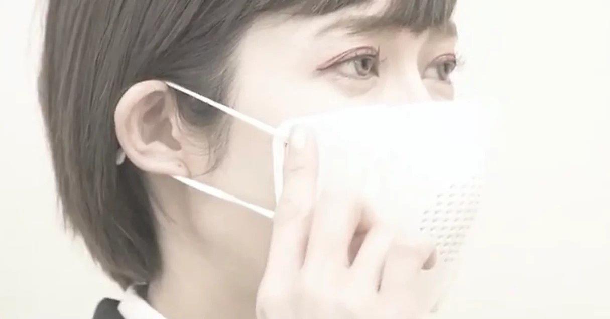 照片中包含了面具、面具、手術口罩、翻譯、面罩