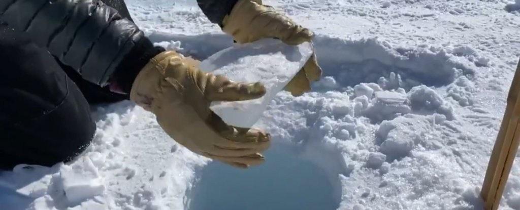 照片中包含了冰、冰芯、冰、南極洲、鑽孔