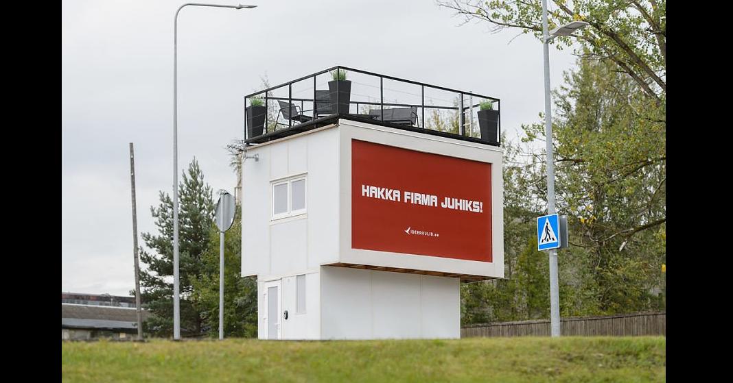 照片中提到了HAKKA FIRMA JUHIKS!、LOLERNID,跟尼卡有關,包含了標牌、旅館、Võru、住所、奧特派