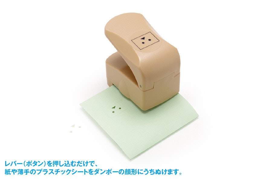 照片中提到了レバー(ボタン)を押し込むだけで、、紙や薄手のプラスチックシートをダンボーの顔形にうちぬけます。,包含了便籤紙、便籤紙、クラフトパンチ、auヘッドライン、打孔機