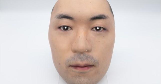照片中包含了唇、面對、面具、面具、口罩
