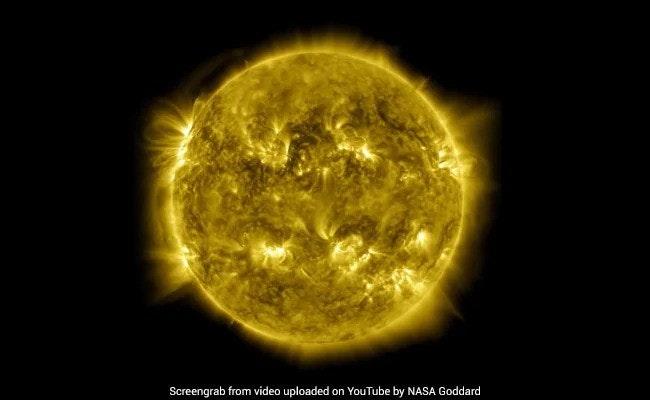 照片中提到了Screengrab from video uploaded、on YouTube by NASA Goddard,包含了美國宇航局、地球、美國宇航局、太陽動力學天文台、美國宇航局地球觀測站
